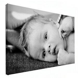 Babyfoto in zwart wit op canvas